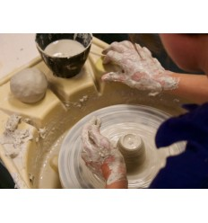 Workshop pottenbakken op de draaischrijf